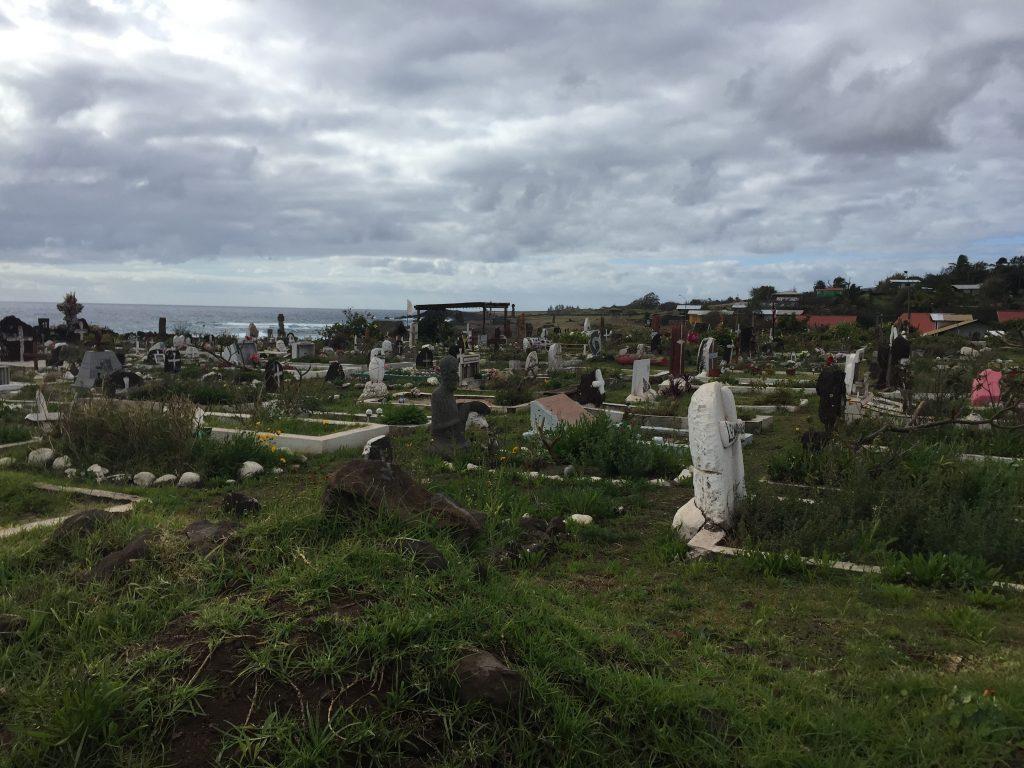 que ver en hanga roa cementerio