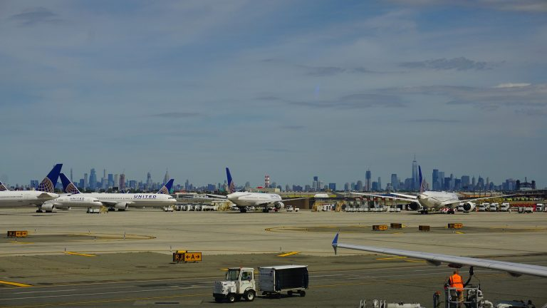 como ir del aeropuerto de laGuardia a Manhattan
