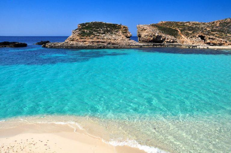 donde alojarse en malta playa